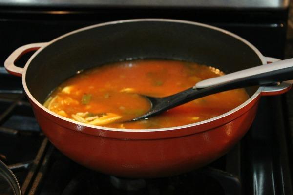 Sopa de Fideo con Pollo y Salsa Hunt's - Mamá Contemporánea