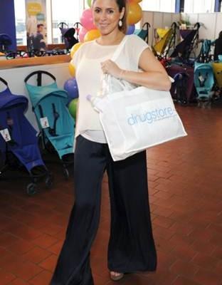 Jamie-Lynn Sigler en el Stand de Drugstore.com en el Baby Show de NYC