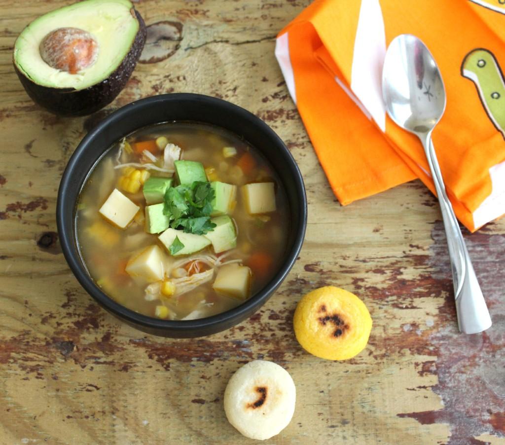 Sopa de Arepa y Aguacate | Mamá Contemporánea