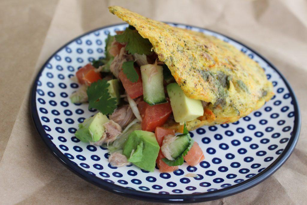 Arepa fit saludable de zanahoria rallada, brócoli y cilantro