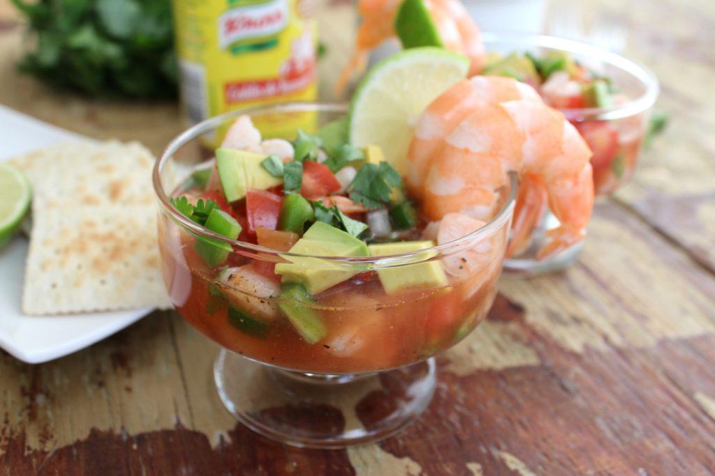 C ctel de camarones al estilo mexicano for Coctel con zumo de tomate
